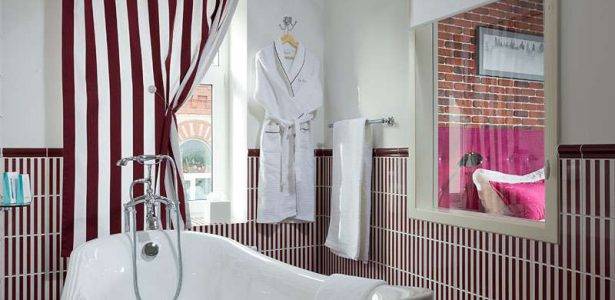 Art Suite Bathroom