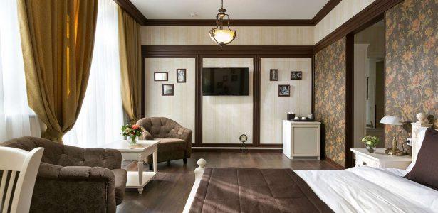 Superior Room DeGaulle Hotel